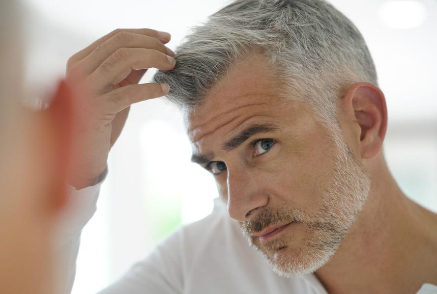 Beyaz Saçlı Erkek