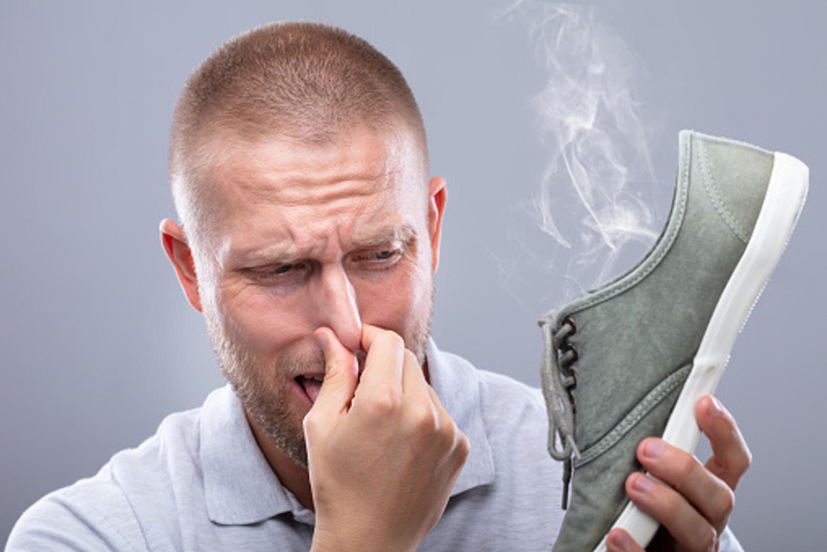Ayak Kokusu - Ayakkabısı Kötü Kokan Erkek