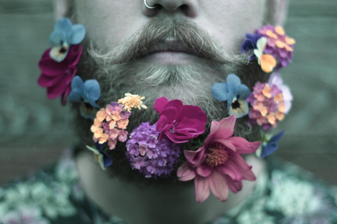 Çiçek Sakallı Erkek