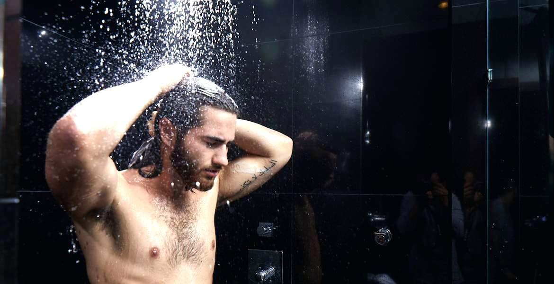 Soğuk Duş Alan Erkek